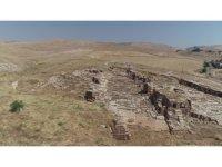 Dara Antik Kenti'nde açık galeri mezarlar görenleri büyülüyor