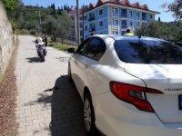 Polisten kaçan şahıslar otomobili terk edip kayıplara karıştı