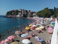 Sıcak havayı fırsat bilen plaja akın etti