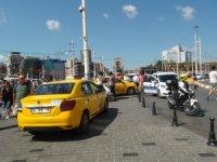Taksim'de aracı men edilen taksiciden tepki