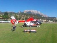 Otomobilin çarptığı adam ambulans helikopterle Adana'ya sevk edildi