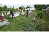 Mezarlıkta temizlik çalışması başladı