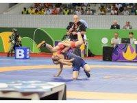 Milli güreşçi Emine Çakmak'tan altın madalya