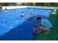 Selendi'de bakanlığın ücretsiz yüzme kursuna büyük ilgi