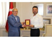 Yüzügüllü, yılın başarılı belediye başkanı seçildi