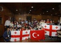 Gürcistan'dan gelen misafir öğrencilere yaz okulu programı