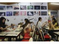 Çin'de evcil hayvan kafeleri gençlerin uğrak yeri oldu