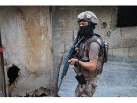Adana'da aranan şüphelilere şafak operasyonu