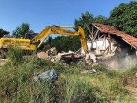 Metruk binada yıkım çalışması
