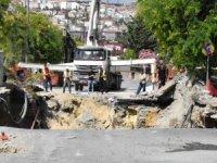 İstanbul'da faciadan dönüldü! Metro çalışması sırasında yol çöktü