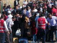 Suriyelilerin sınırda bayram izdihamı!