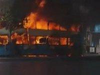 İstanbul'da halk otobüsü alev alev yandı! Faciadan dönüldü...
