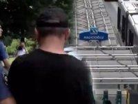 Metrobüste iğrenç olay! 14 yaşındaki kızı taciz eden sapığı yolcular kıskıvrak yakaladı