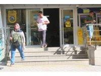Denizli'de emekliler bayram ikramiyelerini almaya başladı