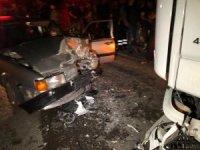 Otomobil tırla kafa kafaya çarpıştı: 1 yaralı