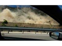 Denizli'de deprem sonrası yaşanan heyelan anı cep telefonu kamerasında