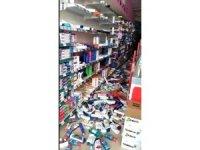 Deprem anında market raflarındaki tüm ürünler yere devrildi