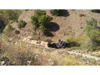 Erzincan'da tır şarampole uçtu: 1 ölü