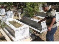 Elazığ'da Arife günü mezarlıklarda ziyaretçi yoğunluğu