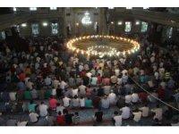 Elazığ'da bayram namazında camiler doldu