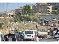 Yüksekova'da Vatandaşlar Bayram Namazı Sonrası Mezarlıklara Akın Etti