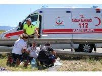 TEM'de bariyerlere çarpan lüks cip refüje uçtu: 4 yaralı