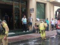 Fatih'te otelde korkutan yangın! Turistler kendilerinin panikle dışarıya attı