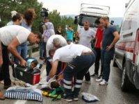 Bolu'da, tırla çarpışan otomobildeki 1'i çocuk 6 kişi yaralandı