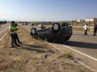 Takla atan otomobil ters döndü: 5 yaralı