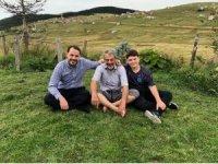 Bakan Albayrak, yaylada oğlu ve babasıyla enerji depoluyor