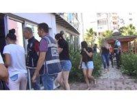 Antalya'da fuhuş operasyonu: 66 yabancı kadın sınır dışı edildi