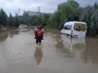 Kocaeli'de selden etkilenenlerin imdadına belediye ekipleri koştu