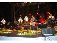 Ayvalık'ta Ruboto ile Mehmet Erdem'den unutulmaz konser