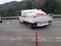 Zincirleme trafik kazasında 3 araç birbirine girdi: 4 yaralı