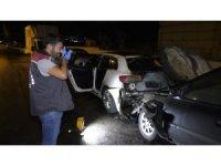 Antalya'da araç yangınında iki otomobil kül oldu