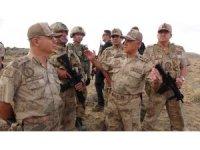 Jandarma Genel Komutanı Orgeneral Arif Çetin operasyon bölgesinde