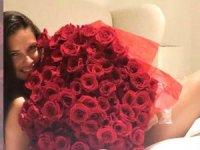 Adriana Lima'nın 'Gül'lü çıplak pozuna binlerce beğeni!