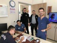 Hastane tuvaletinde bulduğu yüklü parayı, polise teslim etti