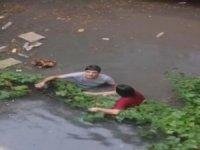 İstanbul'da sağanak yağış kabusu! evleri su bastı, alt geçitler göle döndü...