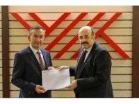 YÖK Başkanı Saraç, ODÜ Rektörü Akdoğan'a atama belgesini takdim etti