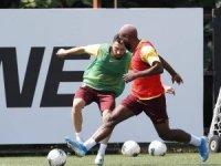 Galatasaray'da Belhanda belindeki ağrılarından dolayı antrenmanda yer almadı