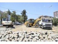 Efeler'de bozulan yollar parke taşıyla döşeniyor