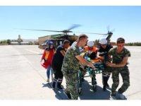 Kayalıklardan düşen vatandaş askeri helikopterle hastaneye sevk edildi