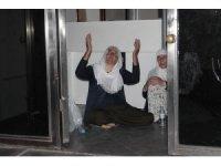 Oğlunun HDP'liler tarafından kaçırıldığını öne süren anne, HDP İl Binası'nda oturma eylemi başlattı