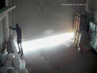 Esenyurt'ta maskeli hırsızlar kuruyemiş deposunu soydu