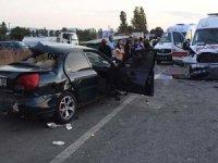 Kütahya'da ambulansla iki otomobil çarpıştı: 3 ölü, 4 yaralı