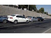 Diyarbakır'da 6 aracın kazaya karışmasına neden olan sürücü olay yerinden kaçtı