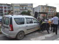 Hafif ticari araç ile forklift çarpıştı: 5 yaralı