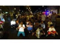 Diyarbakır'da trafik kazası sonrası çocuklar yolu trafiğe kapattı