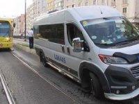 Fatih'te minibüs,tramvay yoluna girdi! Seferler durdu...